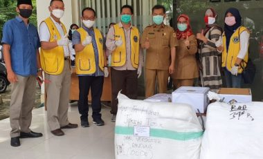 Peduli Para Medis, LCI Berikan Bantuan APD, Hand Sanitizer dan Masker ke RSUD Cibinong