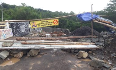 Lambatnya Pengerjaan Proyek Jembatan Paranje Menuai Protes Warga Cikadu Desa Rabak