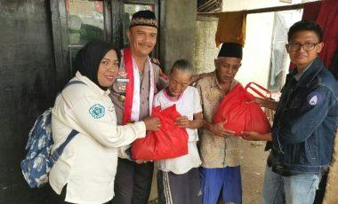 Kasat Binmas Polres Bogor dan Presiden Mahasiswa IPB Peduli Jompo