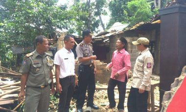 Angin Puting Beliung Menerjang Desa Sentul Babakan Madang, 49 Rumah Warga Rusak