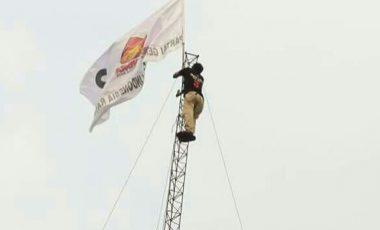 Matlani Nekat Panjat Tower 30 M, Bukti Kecintaan Pada Prabowo