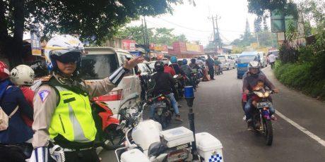 Satlantas Polres Bogor Berlakukan Sistim OneWay Jalur Puncak Dari Arah Cianjur Menuju Jakarta