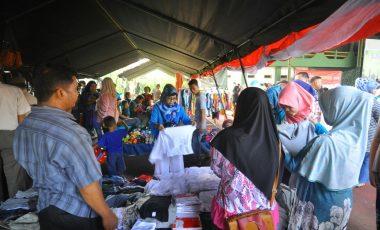 Korem 061/Sk Buka Bazar Sembako Murah, Ratusan Warga Antre Belanja