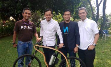 "Maulidan Isbar Tawarkan Program ""BOGOR BIKE SHARING"" Berbasis Sepeda Kayu Pertama di Dunia Atasi Kemacetan dan Polusi"