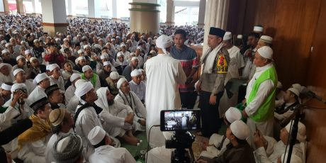 Kapolres Bogor Berikan Santunan Kepada Keluarga Almarhum Aiptu Sujarwo di Masjid Az-Zikra