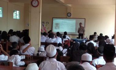 Kanit Binmas Polsek Bojonggede Berikan Binluh Dihadapan Ratusan Pelajar di SMK Syahid Darul Muminin