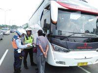 Polres Bogor Bersama Dishub Kab Bogor Lakukan Pemeriksaan Ramp Check Kendaraan Bus dan Truk di GT Ciawi
