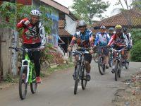 Jajaran TNI Lanud Atang Sendjaja, Tingkatkan Kesamaptaan Tubuh Dengan Bersepeda