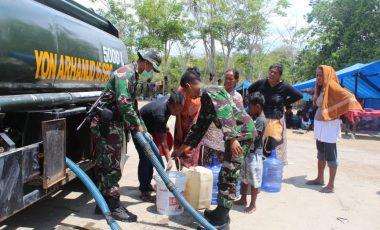 TNI Bantu Air Bersih di Pengungsian Korban Gempa Palu