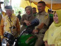 28 Desa di Kabupaten Bogor Terima Bantuan Motor Sampah Dari KH. Nawafie Saleh