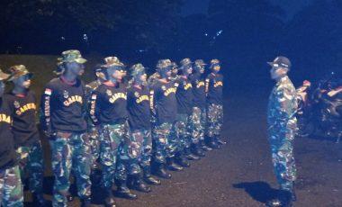 Respon Cepat Yonif 315/Garuda Bantu Warga Kampung Loji Korban Angin Puting Beliung