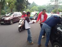 Dukung Caleg Ananda Tohpati, Komunitas AnT Center Bagi bagi Nasi Kotak di Kota Bogor