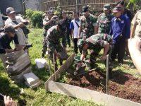 Dandim 0608/Cianjur Melakukan Peletakan Batu Pertama Pembangunan RTLH Milik Keluarga Bakri