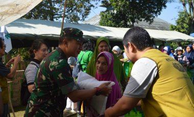 Kodim 0608/Cianjur Bekerjasama Yayasan Buddha Tzu Chi Indonesia Giat Baksos Bagi bagi Sembako