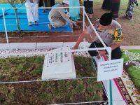 Kapolres Bogor Ziarah ke Makam Ustadz Arifin Ilham