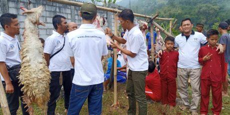Idul Adha, Yayasan Doa Yatim Salurkan Qurban kepada Para Yatim di Tenjolaya