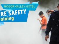 Karyawan Bogor Valley Hotel Dilatih Menjinakan Si Jago Merah