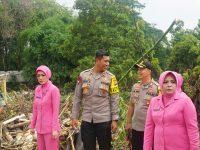 Kapolda Jabar Kunjungi Korban Bencana Banjir Gunung Putri