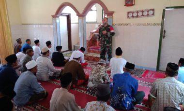 Pasiter Satgas TMMD 109 Berikan Penyuluhan Keagamaan kepada Warga Kampung Cinyurup