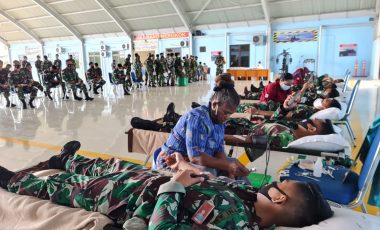Sambut HUT TNI Ke-76, Koopsau lll Gelar Donor Darah Di Lanud Manuhua