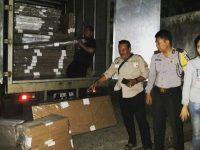 Aparat Polsek Babakan Madang Kawal Penerimaan Logistik Pilgub Jabar