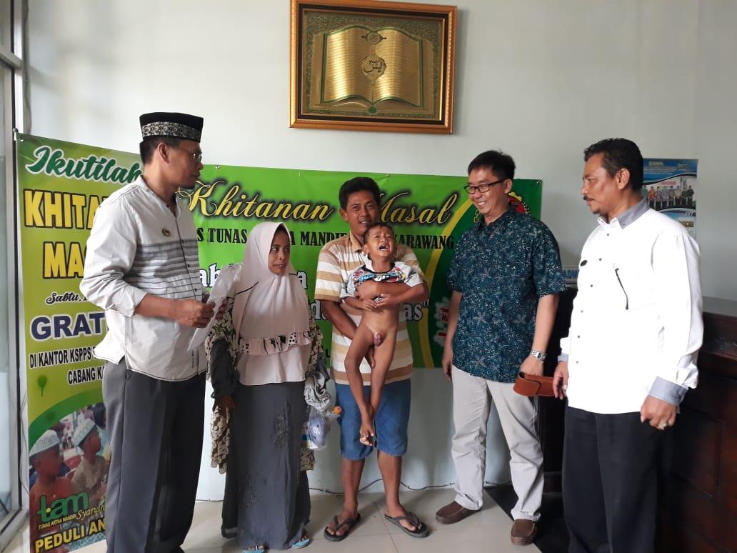 42 Peserta Khitanan Massal Disantuni KSPPS Tunas Artha Mandiri Syariah Karawang